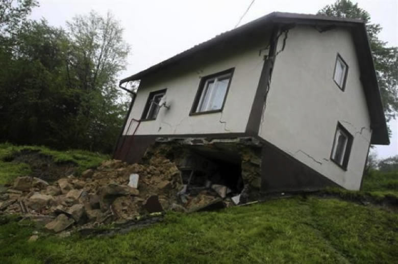 foundation disrupted home from flood